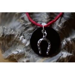 Onyx mit Hufeisen Halsband